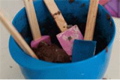 spatulas in a mixing bowl
